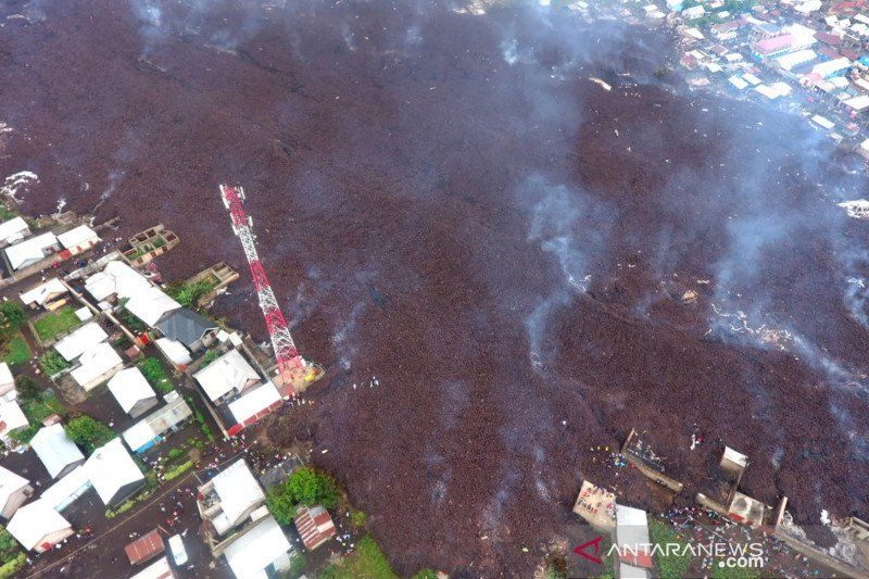 https: img.okezone.com content 2021 05 27 18 2416074 20-000-orang-kehilangan-rumah-akibat-letusan-gunung-berapi-di-kongo-zuNQQAIXvu.jpg