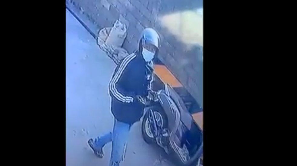 https: img.okezone.com content 2021 05 27 244 2416140 viral-video-aksi-pencuri-celana-dalam-di-buleleng-bali-korban-ketakutan-u2dtiixvUH.jpg