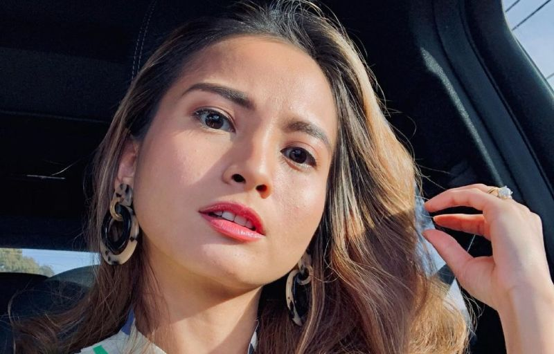 https: img.okezone.com content 2021 05 27 33 2416044 7-artis-cantik-indonesia-ini-pilih-hijrah-ke-luar-negeri-dsZH5bKTr3.jpg