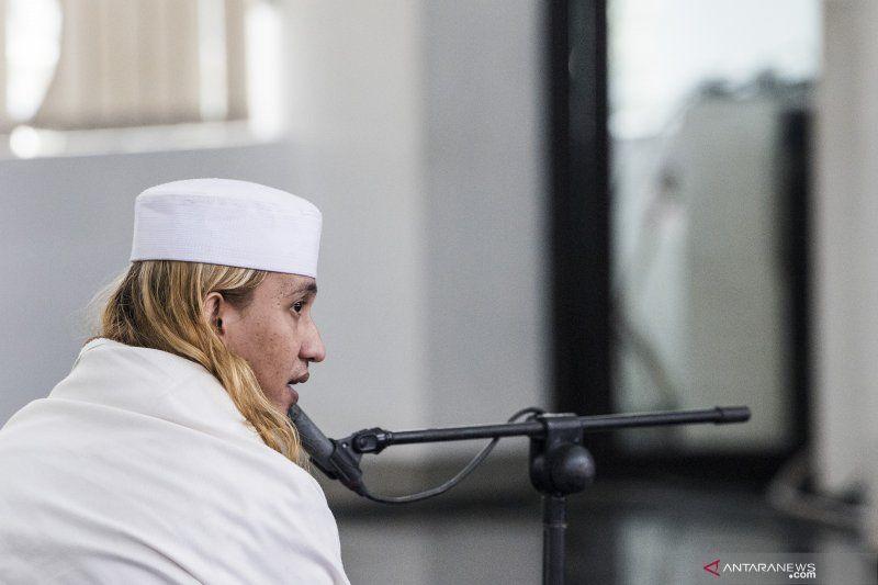 https: img.okezone.com content 2021 05 27 525 2416167 dituntut-5-bulan-penjara-habib-bahar-alhamdulillah-allah-gerakkan-hati-jaksa-N1XrEgzgx9.jpg