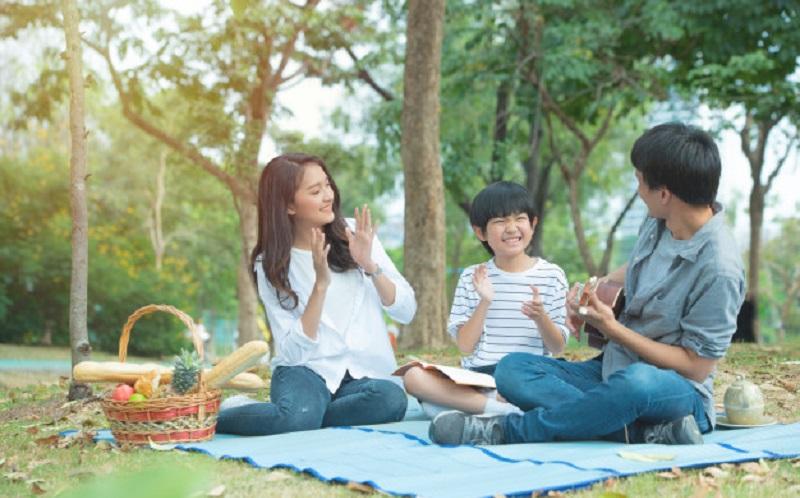 https: img.okezone.com content 2021 05 27 612 2416332 cara-mudah-ajarkan-anak-jadi-pribadi-mandiri-D1ty5YpYJW.jpg