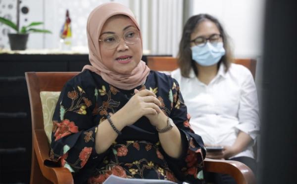 https: img.okezone.com content 2021 05 28 320 2416901 menaker-ida-perempuan-indonesia-ulet-dan-tangguh-vEQGAbaXZF.jpg