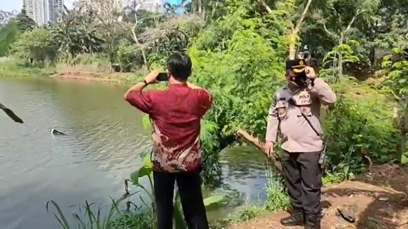 https: img.okezone.com content 2021 05 28 338 2416762 helikopter-jatuh-di-danau-buperta-polisi-olah-tkp-0wbdizqmVK.jpg