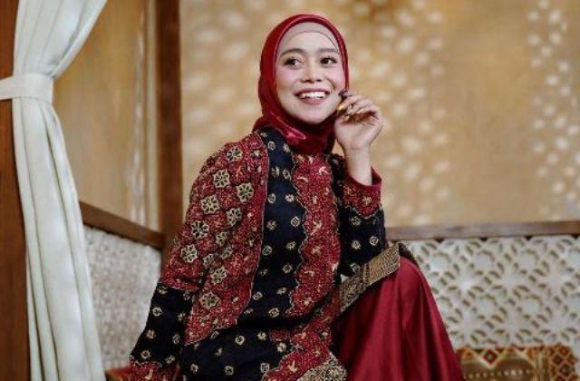https: img.okezone.com content 2021 05 28 617 2416825 5-gaya-hijab-anggun-lesti-kejora-yang-dikabarkan-segera-menikah-dengan-rizky-billar-pd6N2JnZ0y.jpg