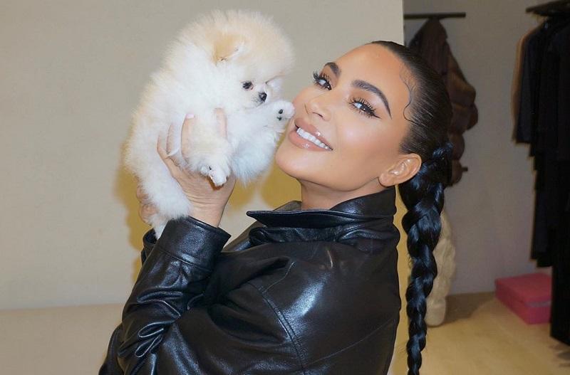 https: img.okezone.com content 2021 05 29 33 2417102 kim-kardashian-bantah-kena-covid-19-karena-pesta-ultah-di-polynesia-dAA9lrWhxx.jpg
