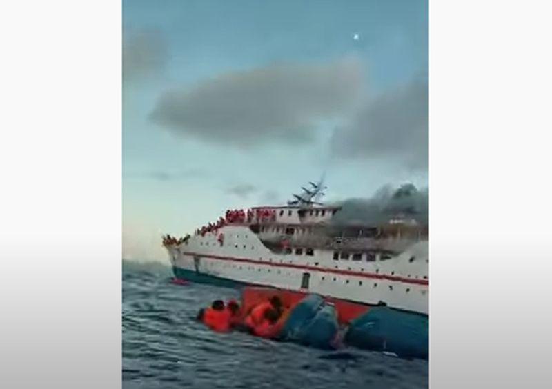 https: img.okezone.com content 2021 05 29 337 2417138 kapal-km-karya-indah-terbakar-para-penumpang-panik-lompat-ke-laut-wtwv5Ia08c.jpg