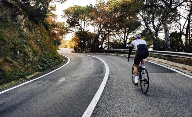 https: img.okezone.com content 2021 05 29 612 2417343 yuk-ketahui-6-etika-dasar-bersepeda-di-jalan-raya-a2glaZQMe5.jpg