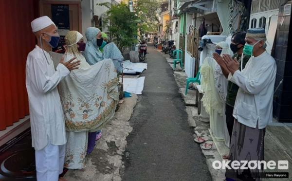 https: img.okezone.com content 2021 05 30 330 2417468 kalau-tetangga-masih-cemberut-tanda-belum-menjadi-muslim-yang-baik-cmbmHwdptI.jpg