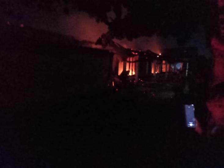 https: img.okezone.com content 2021 05 30 340 2417385 kebakaran-hanguskan-5-ruko-dan-6-rumah-petak-di-pekanbaru-TSyggkb0uF.jpg