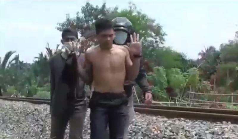 https: img.okezone.com content 2021 05 30 608 2417575 bak-film-laga-polisi-gerebek-gembong-narkoba-diwarnai-aksi-tembakan-0pfC6NZdCj.jpg
