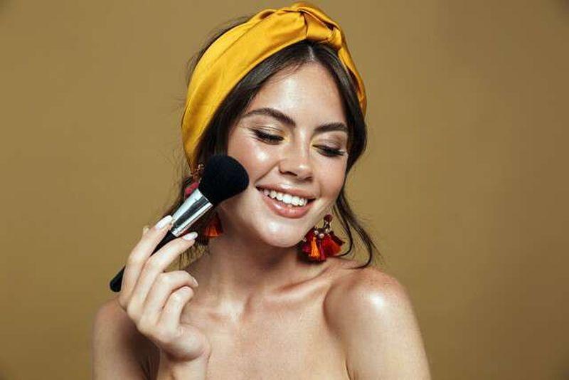 https: img.okezone.com content 2021 05 30 611 2417530 beautypedia-tips-memilih-blush-on-agar-tak-norak-HLl2cwnniC.jpg