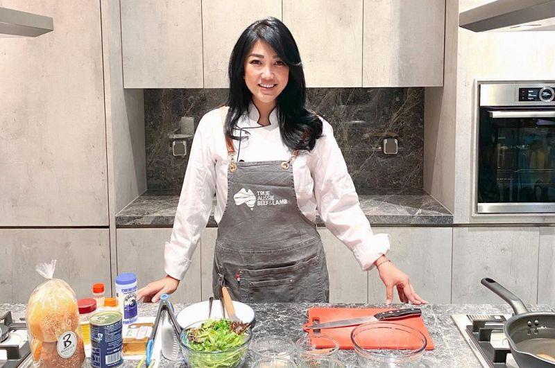 https: img.okezone.com content 2021 05 31 298 2418132 berhenti-makan-daging-merah-chef-vania-wibisono-malah-penyakitan-RaRkbJJHtY.jpg