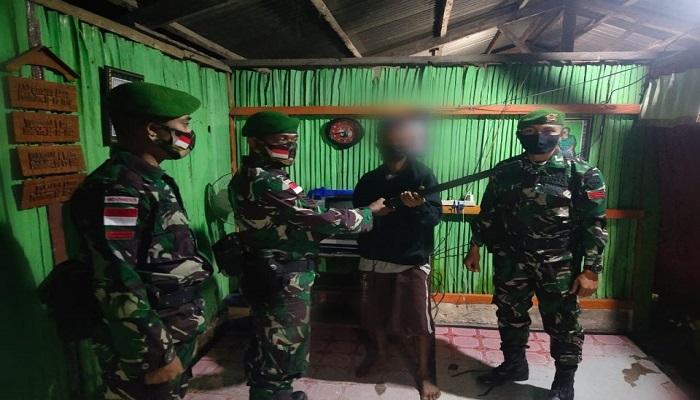 https: img.okezone.com content 2021 05 31 337 2417717 2-eks-milisi-timor-leste-serahkan-senjata-api-kepada-tni-di-perbatasan-OyqJRdEOuj.jpg