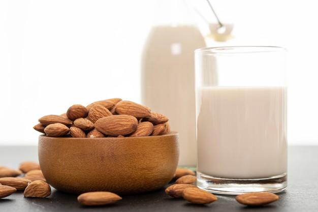 https: img.okezone.com content 2021 05 31 611 2418101 5-manfaat-susu-almond-untuk-kecantikan-kulit-FcNL9igqNt.jpg