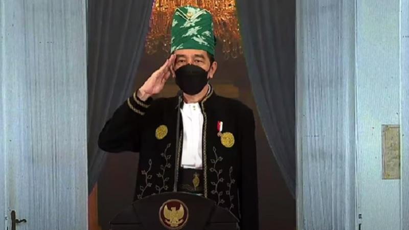 https: img.okezone.com content 2021 06 01 194 2418342 upacara-hari-lahir-pancasila-presiden-jokowi-pakai-baju-adat-tanah-bumbu-a7wEzRqhtp.jpg