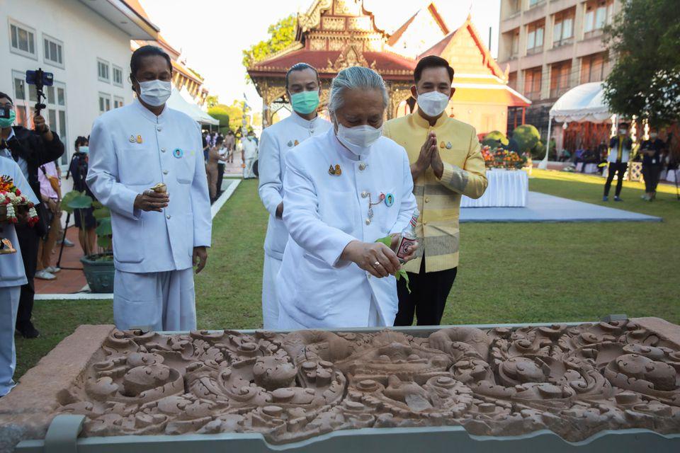 https: img.okezone.com content 2021 06 01 406 2418516 thailand-rayakan-kembalinya-2-artefak-kuno-yang-hilang-dicuri-60-tahun-lalu-0EQHyfJJM2.jpg
