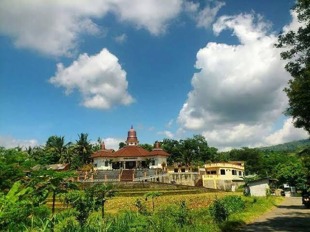 https: img.okezone.com content 2021 06 01 408 2418399 wisata-pancasila-di-desa-jrahi-nikmati-4-spot-menarik-ini-cqj21G6Fsx.jpg