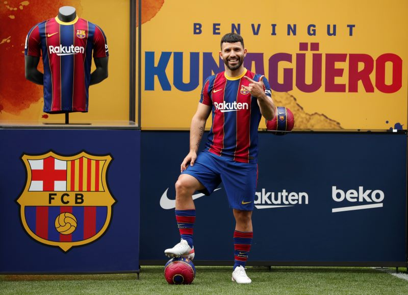 https: img.okezone.com content 2021 06 01 46 2418257 intip-perkenalan-sergio-aguero-sebagai-pemain-barcelona-di-camp-nou-kM4FFO2iLn.JPG
