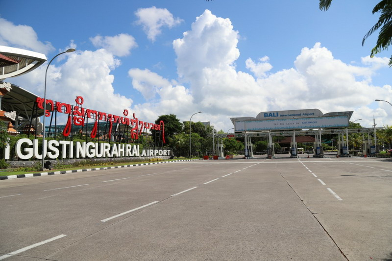 https: img.okezone.com content 2021 06 02 244 2419226 bule-bayar-parkir-di-bandara-ngurah-rai-hingga-rp9-6-juta-bsmh2ZtMMX.jpg