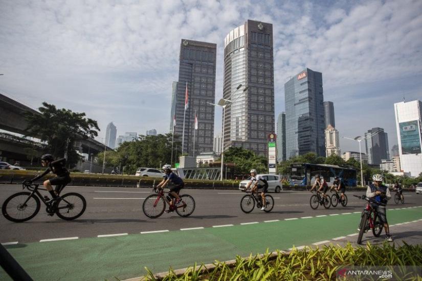 https: img.okezone.com content 2021 06 02 338 2419229 pesepeda-road-bike-diizinkan-keluar-jalur-wagub-dki-beri-kesempatan-kegiatan-positif-cRKVL2OMoB.jpg