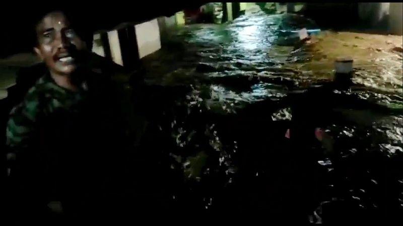 https: img.okezone.com content 2021 06 02 525 2418704 tanggul-sungai-cisunggalah-jebol-permukiman-warga-terendam-hingga-1-meter-c0a0RS3wwz.jpg