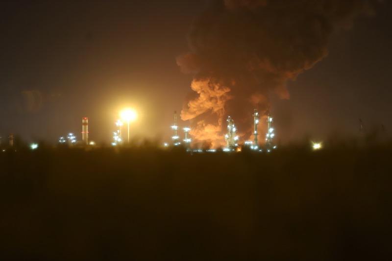 https: img.okezone.com content 2021 06 03 18 2419458 ledakan-picu-kebakaran-di-kilang-minyak-iran-428yYWgQ4O.jpg