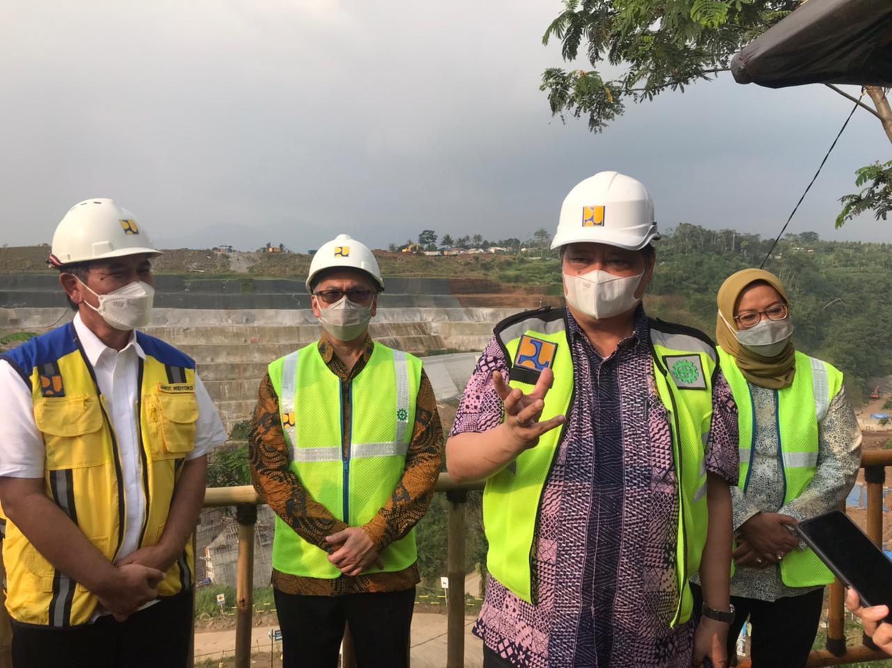 https: img.okezone.com content 2021 06 03 320 2419684 cegah-banjir-jakarta-menko-airlangga-minta-proyek-bendungan-sukamahi-dipercepat-LWKQ0t9vzQ.jpg