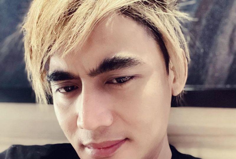 https: img.okezone.com content 2021 06 03 33 2419598 gaya-rambut-baru-charly-van-houten-dipuji-mirip-lee-min-ho-NPcpVXaCs5.jpg