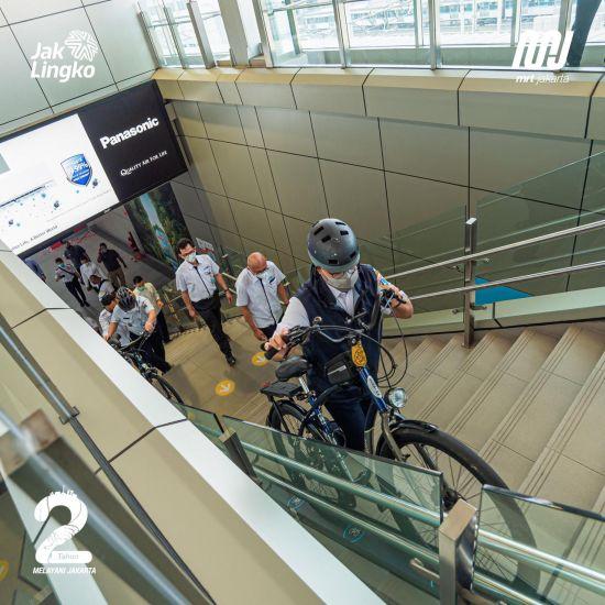 https: img.okezone.com content 2021 06 03 338 2419365 hari-sepeda-sedunia-anies-gowes-19-km-dari-rumah-ke-balai-kota-UdDAMwwoRI.jpg