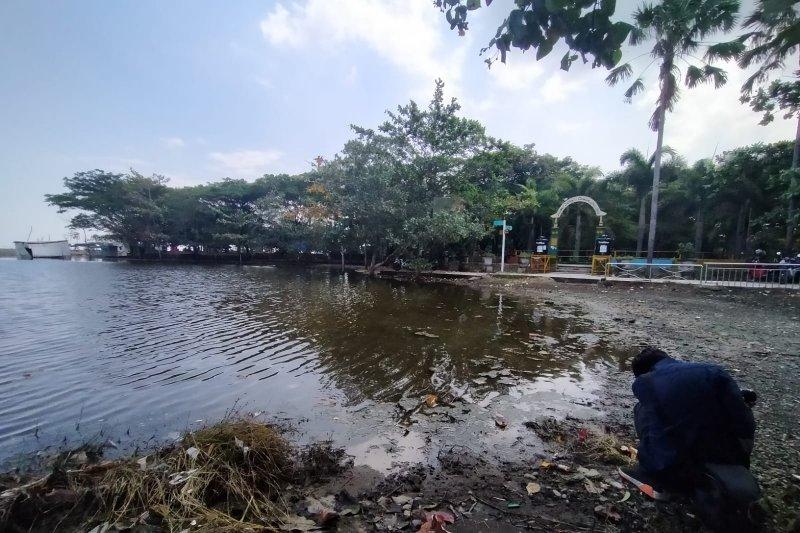 https: img.okezone.com content 2021 06 03 406 2419634 wisata-taman-loang-baloq-tergenang-banjir-mau-disedot-eh-mesinnya-kurang-W8jTkk785z.jpeg
