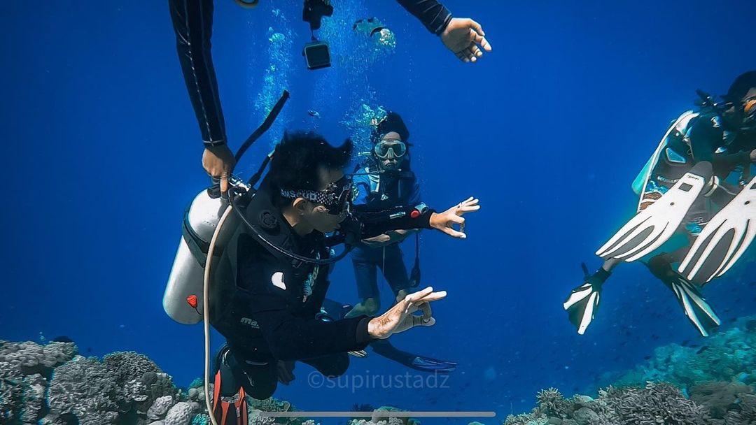 https: img.okezone.com content 2021 06 03 549 2419537 ketika-uas-menikmati-surga-bawah-laut-wakatobi-HTAb37reqR.jpg