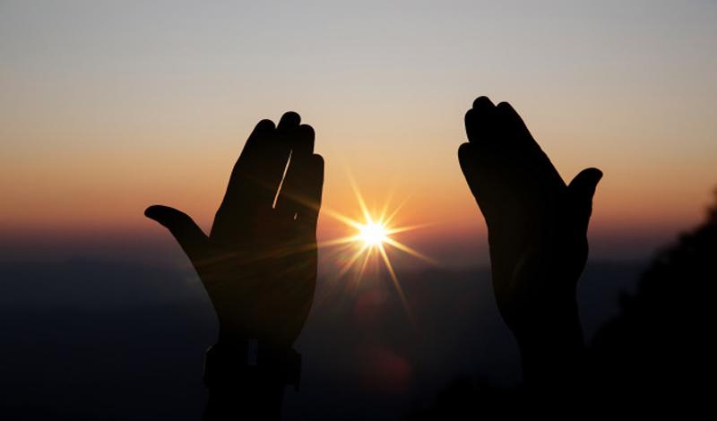 https: img.okezone.com content 2021 06 04 330 2420245 doa-jumat-sore-dan-zikir-petang-menjaga-iman-tetap-terjaga-7QMjutAUb8.jpg