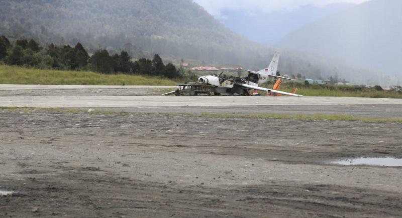 https: img.okezone.com content 2021 06 04 337 2420201 breaking-news-pesawat-di-bandara-ilaga-dibakar-teroris-kkb-papua-zBskiW40eN.jpg