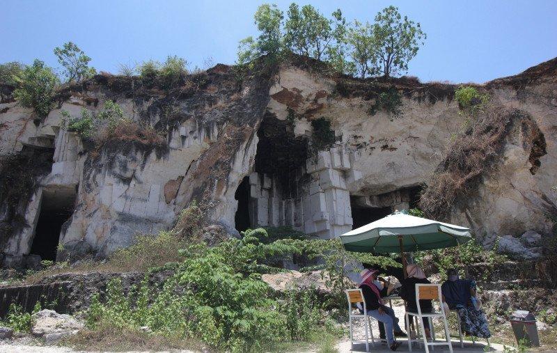 https: img.okezone.com content 2021 06 04 408 2420385 bekas-tambang-disulap-jadi-wisata-eksotis-desa-ini-raup-rp2-5-miliar-setahun-47Bf77LI7K.jpg