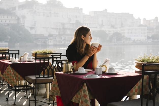 https: img.okezone.com content 2021 06 04 481 2419915 ini-lokasi-duduk-yang-aman-dari-paparan-covid-19-saat-makan-di-restoran-UKZgfRsoyD.jpg