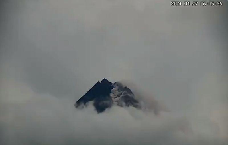 https: img.okezone.com content 2021 06 04 510 2420353 gunung-merapi-2-kali-semburkan-awan-panas-sejauh-1-5-km-aucXfQxyOA.jpg
