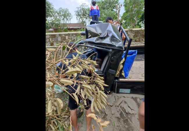 https: img.okezone.com content 2021 06 04 512 2420450 mobil-tabrak-pohon-durian-lalu-terjun-4-meter-di-karanganyar-begini-nasib-korban-F8ntqiXO0m.jpeg