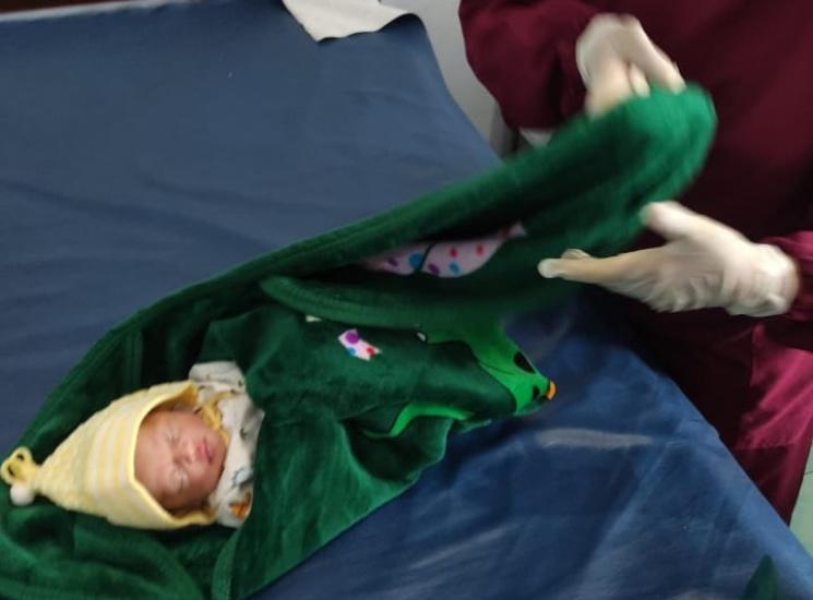 https: img.okezone.com content 2021 06 04 519 2420394 bayi-perempuan-masih-bertali-pusar-dibuang-ke-semak-semak-ditemukan-menangis-BMKzaWliTc.jpg
