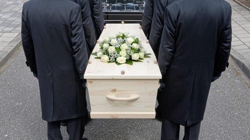 https: img.okezone.com content 2021 06 04 612 2420423 dinyatakan-meninggal-pasien-covid-19-pulang-ke-rumah-usai-2-minggu-dimakamkan-W4dsmBDbGB.jpg