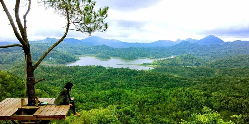 https: img.okezone.com content 2021 06 05 408 2420759 5-destinasi-wisata-di-yogyakarta-yang-bikin-kangen-mana-favoritmu-vOrwIEWIS2.jpg