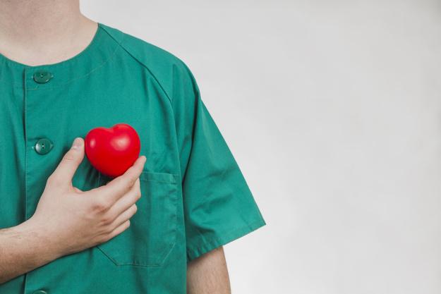 https: img.okezone.com content 2021 06 05 481 2420714 cegah-serangan-jantung-yuk-konsumsi-3-makanan-sehat-ini-c2BhpVjMDG.jpg