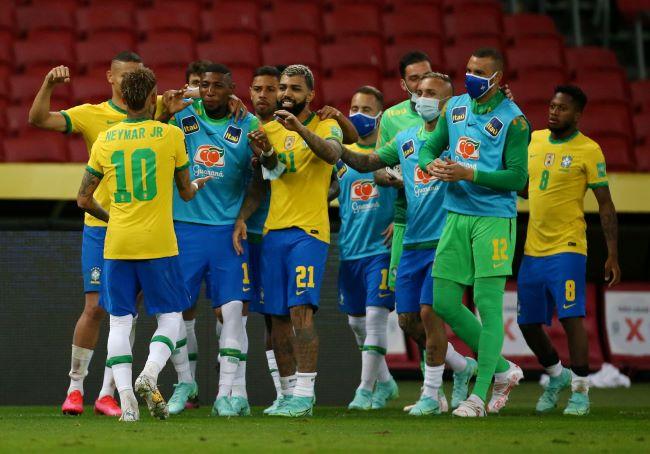 https: img.okezone.com content 2021 06 05 51 2420540 hasil-timnas-brasil-vs-ekuador-tim-samba-menang-dua-gol-tanpa-balas-9ibTRidju3.JPG