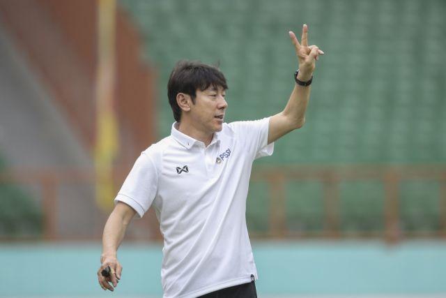 https: img.okezone.com content 2021 06 05 51 2420603 sama-sama-dari-korea-selatan-ini-kata-shin-tae-yong-soal-pelatih-vietnam-xlRUNiPvOG.jpg