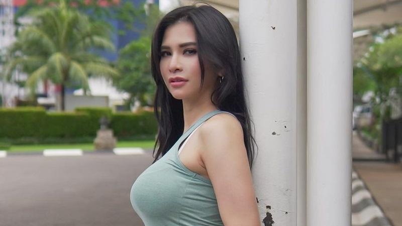 https: img.okezone.com content 2021 06 06 194 2421013 4-potret-seksi-maria-vania-yang-dirayu-aktor-beken-bercinta-bertiga-bareng-istrinya-lljGyMHGhG.jpg