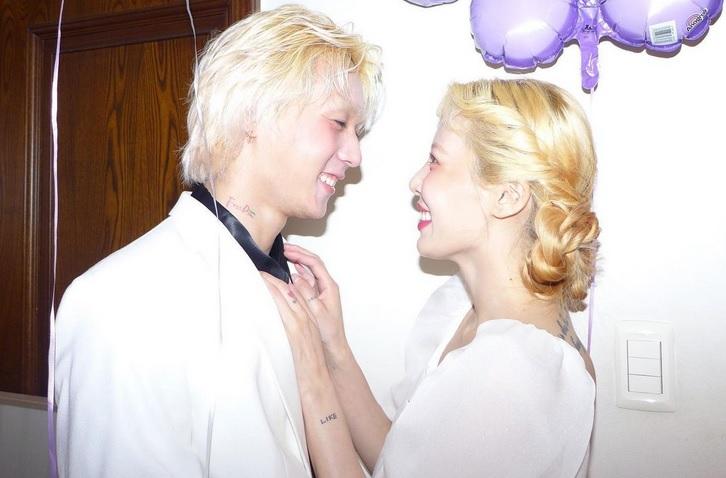 https: img.okezone.com content 2021 06 06 33 2420909 unggah-foto-ciuman-netizen-yakini-hyuna-dan-dawn-sudah-menikah-NNLP75b8hW.jpg
