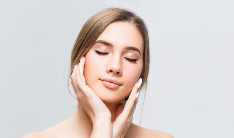 https: img.okezone.com content 2021 06 06 611 2420868 mengenal-retinol-kandungan-vitamin-a-yang-kurangi-kerutan-kulit-dgVRPS9zBd.jpg