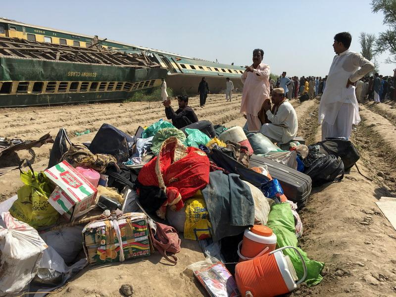 https: img.okezone.com content 2021 06 07 18 2421533 korban-tabrakan-ka-ekspress-pakistan-bertambah-40-orang-tewas-100-luka-luka-6Vpblewowk.jpg