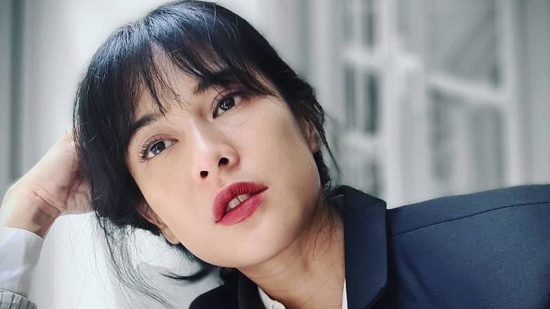 https: img.okezone.com content 2021 06 07 194 2421408 pesona-dian-sastro-bergaya-ala-lady-boss-netizen-lemas-lihat-kecantikannya-SSNwzq6UY2.jpg
