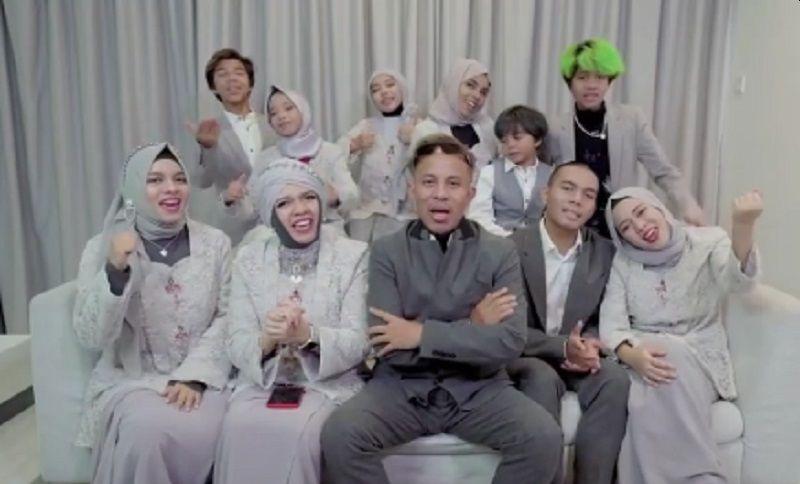https: img.okezone.com content 2021 06 07 33 2421138 kelakuan-keluarga-gen-halilintar-di-malaysia-bikin-gaduh-dibongkar-netizen-q9mhgnYMYv.jpg
