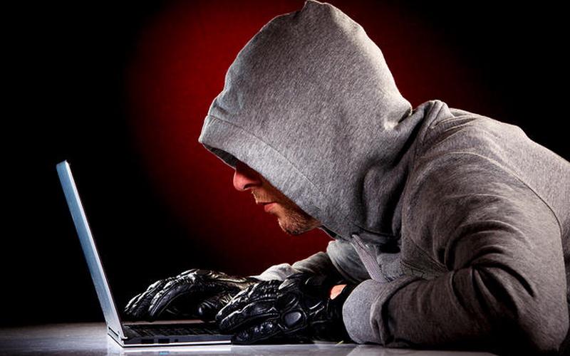 https: img.okezone.com content 2021 06 07 337 2421510 server-4-disdukcapil-disusupi-peretas-ini-penjelasan-kemendagri-YP0FNiRvst.jpg